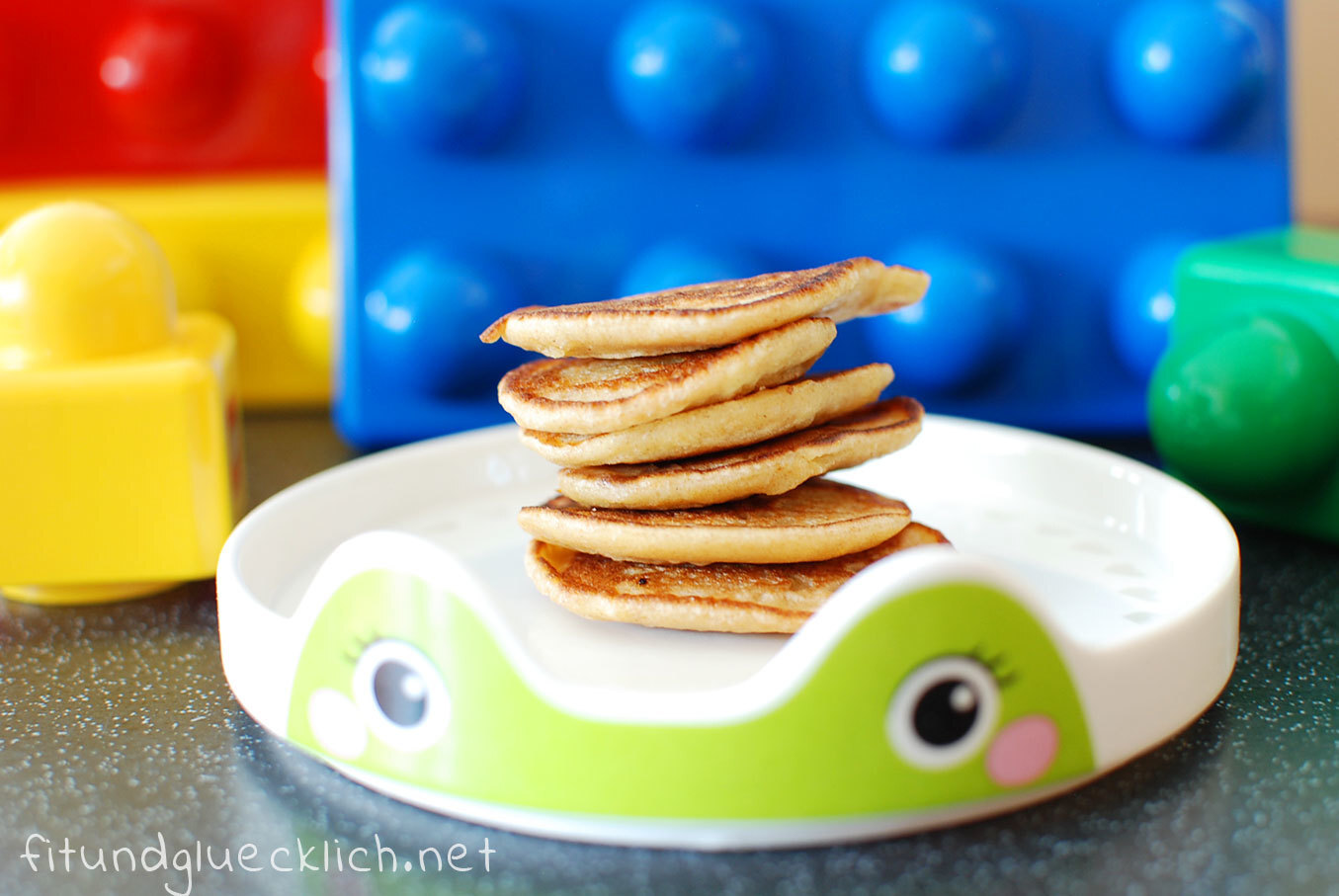 {Clean Eating} Banana Peanut Butter Mini Pancakes