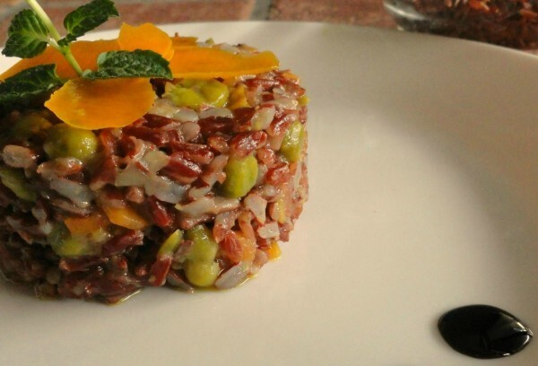 Riso rosso thai con verdure e curry (Red thai rice with vegetables and curry)