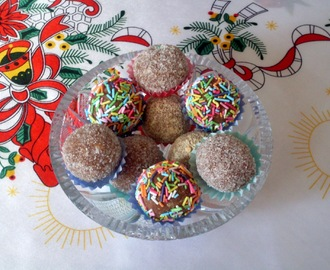 *SREĆAN BADNJI DAN I BOŽIĆ*/Happy Christmas with coconut and biscuits balls