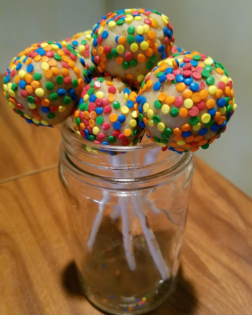 Cream cheese cake pops: