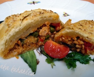 Puretina u lisnatoj pletenici :: Ground turkey in a puff pastry braid