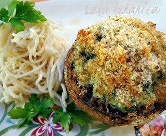 Punjeni šampinjoni i kineski rezanci :: Stuffed mushrooms and Chow Mein noodles