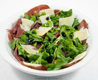 Bresaola, rucola e grana / Dried salt beef, rocket and Parmesan cheese