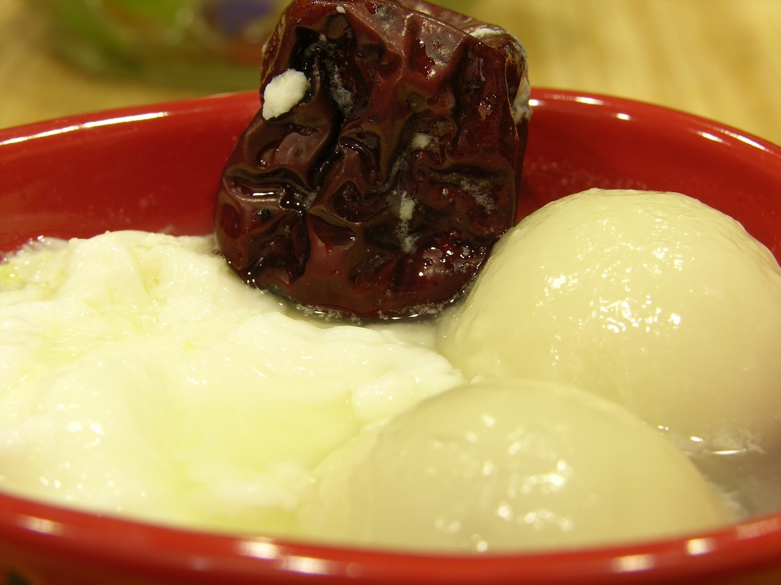 Rice Balls with Chinese Dates and Eggs (红枣鸡蛋汤圆)