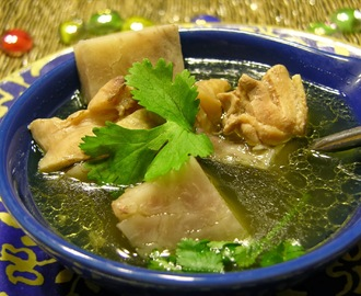 Slow Cooker Big Taro Root Soup with Chicken Thigh (慢锅大芋头炖鸡汤)