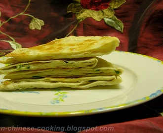 Pan Fried Pita Bread with Green Onion and Sesame Paste (芝麻葱油薄饼)