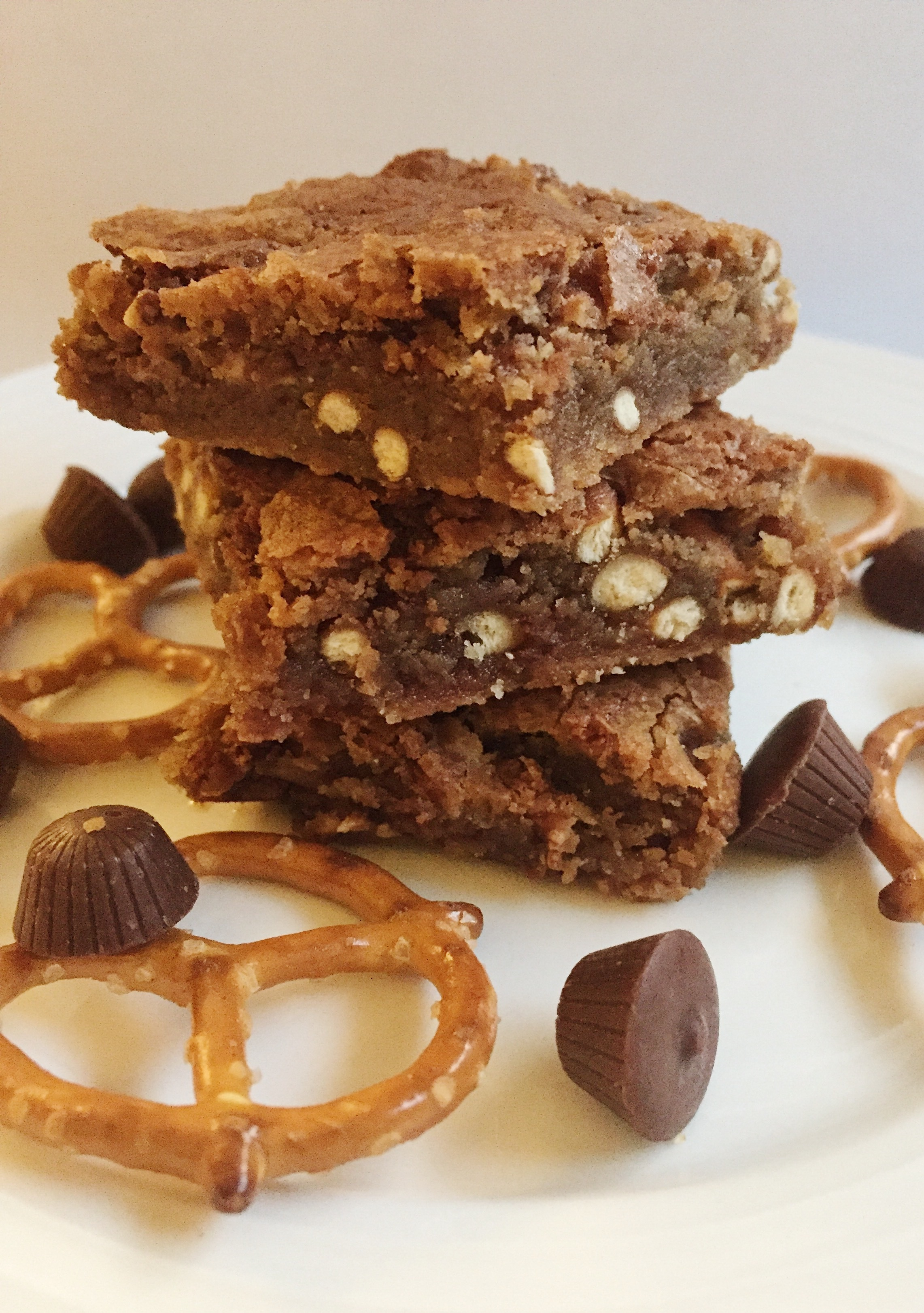 Brown Butter Pretzel Peanut Butter Cup Blondies
