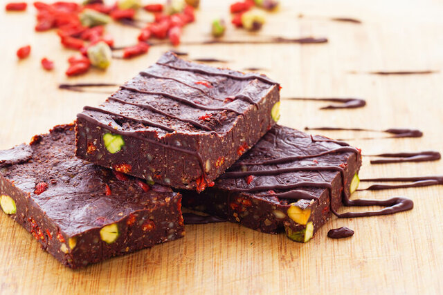 How To Make Your Own Chocolate Superfood Fudge (Gluten-Free, Vegan, Raw!)