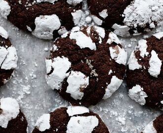 Dark chocolate crinkle cookies