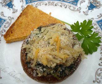 Lako predjelo: punjene gljive i trokuti s palentom :: Stuffed mushrooms and Polenta triangles