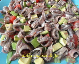Alici marinate al pompelmo rosa con cetrioli snack e avocado