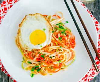 Spicy Noodles with Carrots, Zucchini & a Fried Egg