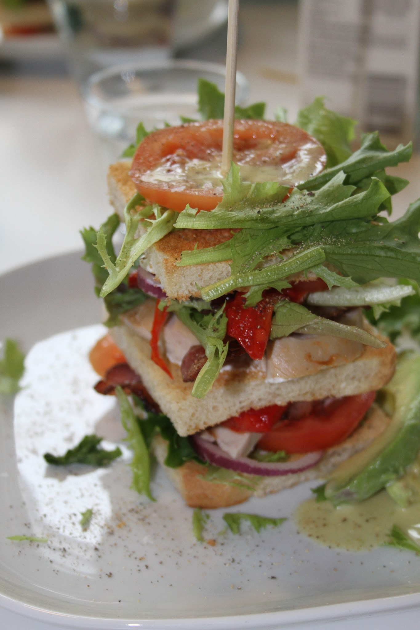 Club Sandwich med avokadodressing