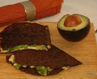 Avocado-Quesadilla (Low Carb)