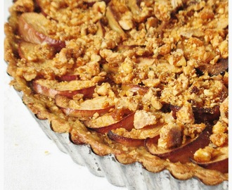 Pita od jabuka s krokantom od lješnjaka/ Apple pie with hazelnut croquant