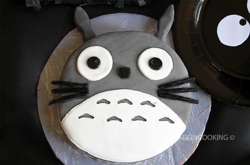 Totoro (layer cake design)