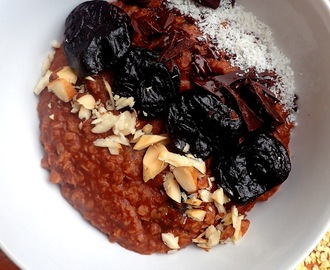 Chocolate millet flakes porridge, idea for breakfast.