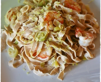 Tagliatelle integrali di farro con gamberoni e porri – Whole spelt tagliatelle with king prawns and leeks