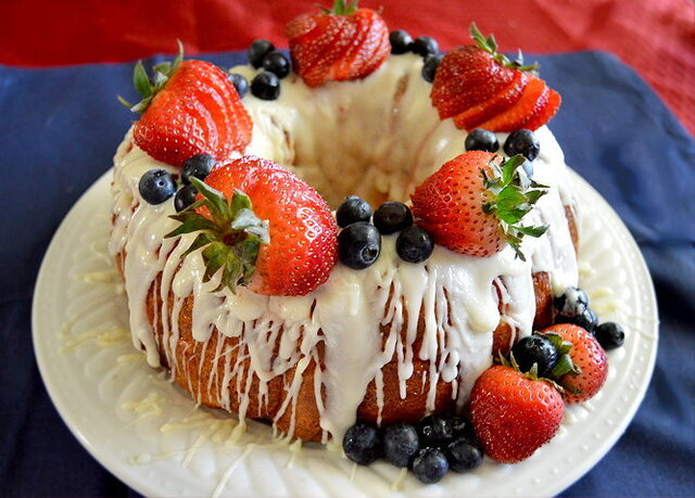 Berry Monkey Bread Cake