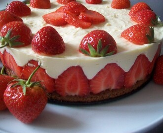 Jahodova torta s penou z bielej cokolady,Strawberry white chocolate mousse cake