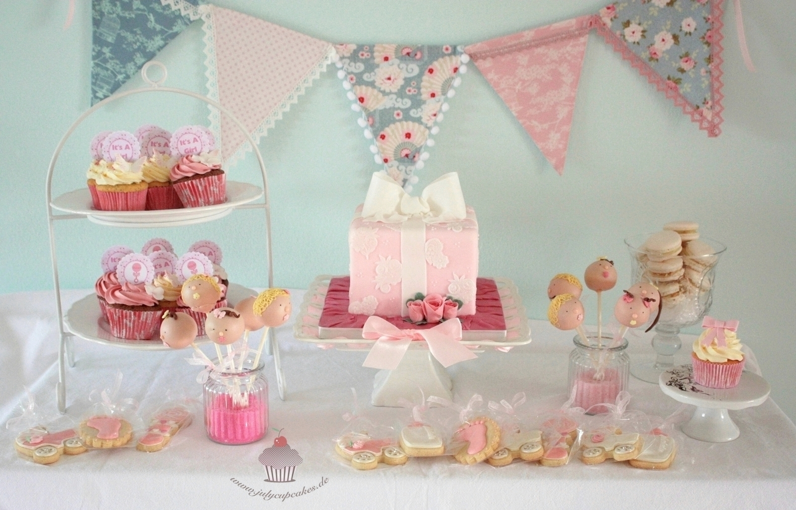 "Baby Shower Sweet Table ""IT'S A GIRL"""