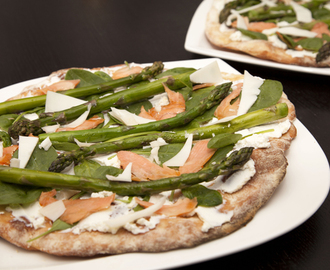 Deluxe Pizza: with Salmon, Goat's Cheese, Asparagus and Spinach