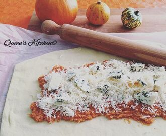 rotolo di #pizza farcito con #zucca e gorgonzola in progress...