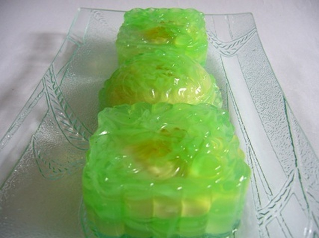 Crystal Jade Lotus Paste Jelly Mooncakes
