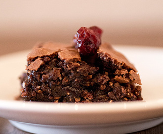 Chia Brownies mit Beeren