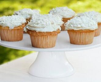 Coconut Cupcakes With Cream Cheese Icing