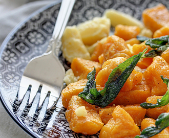 Njoke od batata sa čipsom od žalfije / Sweet Potato Gnocchi with Brown Butter and Sage