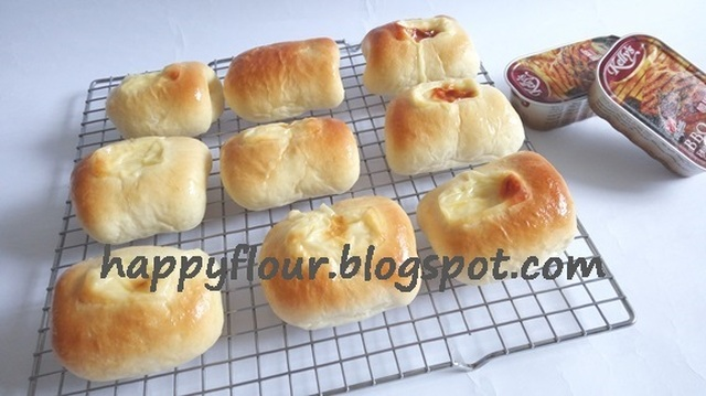 Luncheon Meat Cheese Buns
