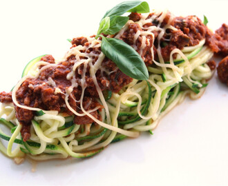 Low Carb Zucchini-Spaghetti mit Bolognese-Sauce