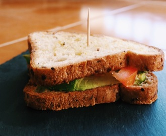 Pan con Tomate y Aguacate (Avocado)