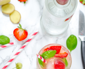 Cocktail Time mit leckeren Strawberry & Basil Mules {Werbung}