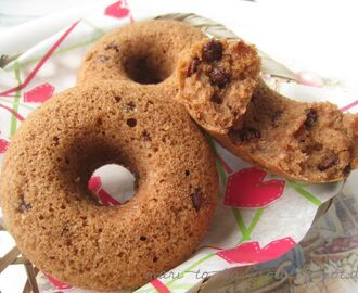 Vegan Plain Donuts with Chocolate Chips aus dem Backofen