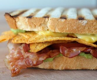 Tortilla Sandwich mit Guacamole & Bacon