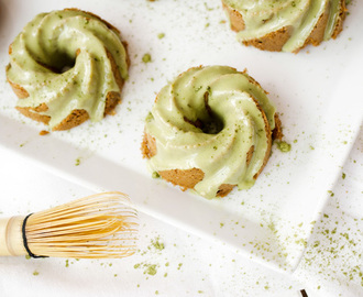 Recipe: Matcha Glazed Almond Cakes