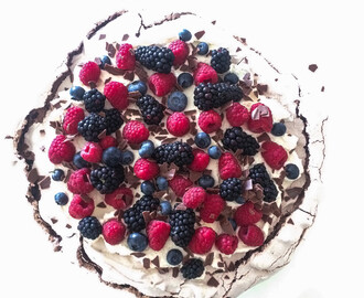 Very Berry Schoko Pavlova
