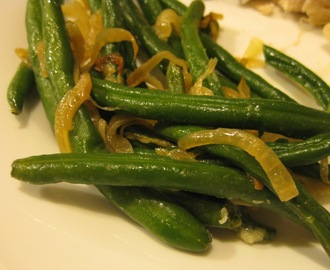 Easy Green Beans with Caramelized Onions