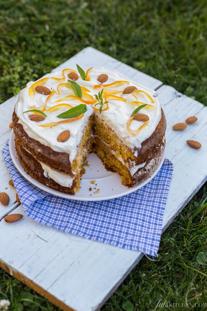 Carrot and almond cake. Browsing through sweet memories…