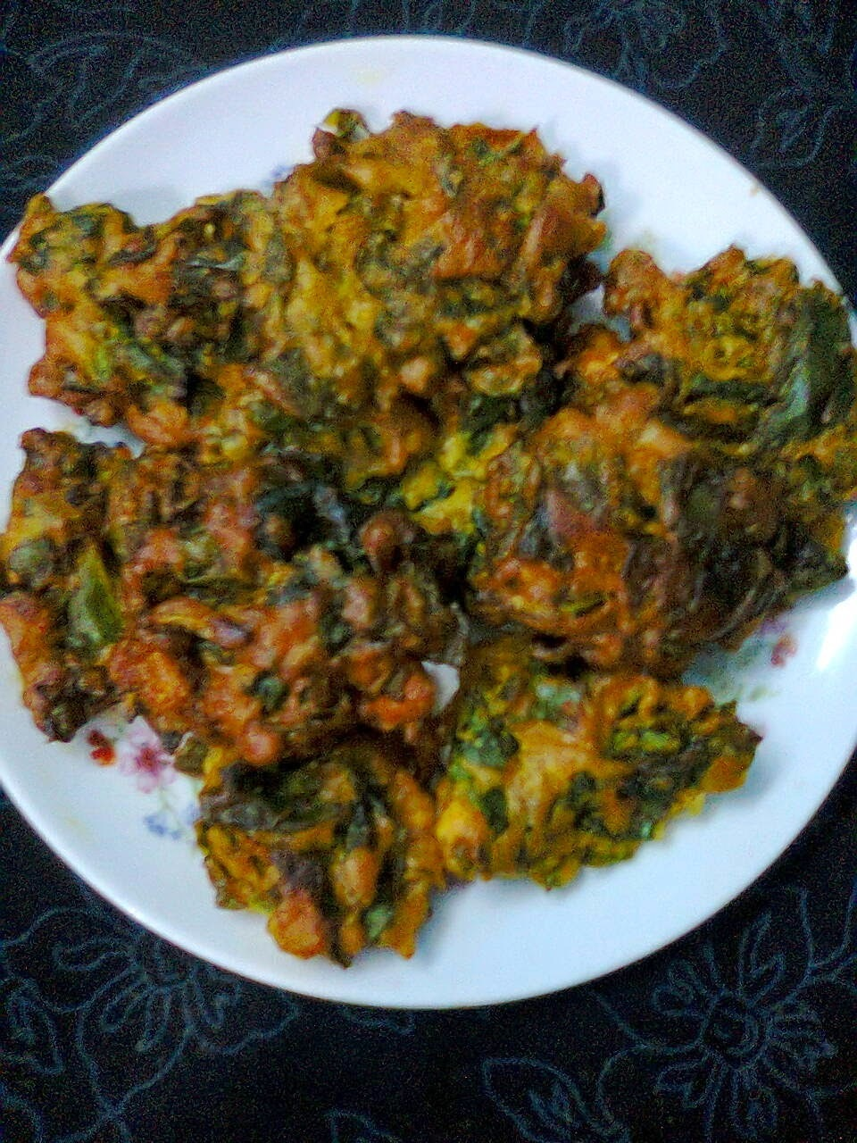Easy Snacks  -  Malabar Spinach  Leaves (Pui Pata) Pakora.