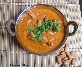 Badami Murg/Chicken cooked in Almond and Cream.