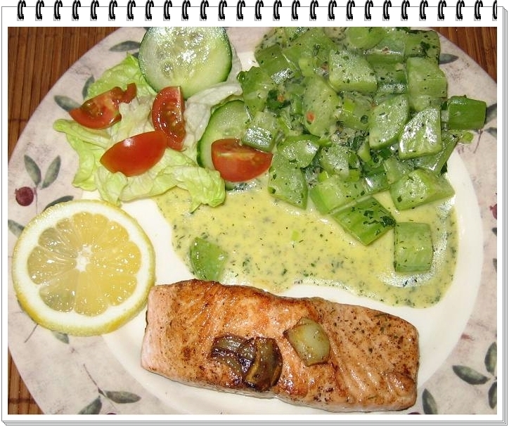 Wild salmon fillets on braised cucumber / Wildlachs-Filets an Schmorgurke
