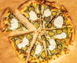 Pickle Pizza med ranchdressing