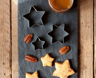Stelline al caramello salato e noci pecan – Salted caramel and pecan stars shaped cookies