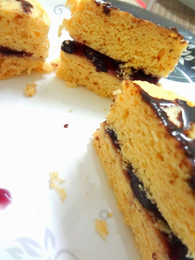 Steamed vanilla cake ( eggless )