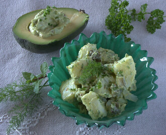Potato salad with creamy avo-nnaise dressing