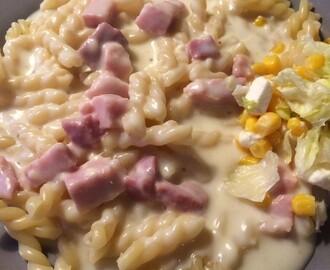 pasta med ost och skinksås