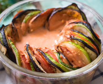 Vegetarischer bunter Low Carb Ratatouille Auflauf